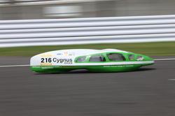 決勝を走行する「Cygnus」