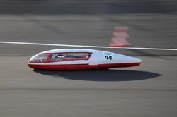 「e-kiden90分 ロングディスタンス」を走行する「長野高専 Helimes」