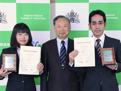 黒田校長(中央)と百瀬講師(右)、島田遥さん(左)