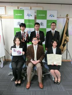 前列左側より市村さん、石原校長、今井さん。 後列左側より小倉さん、小林さん、鈴木准教授。