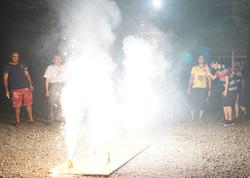 留学生との交流花火大会を開催