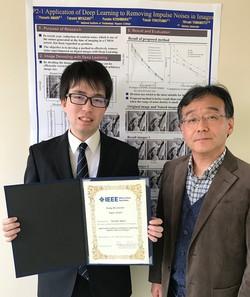 天利さん(左)と指導教員の宮嵜教授(右)