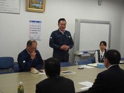 長野オートメーション株式会社:左から代表取締役会長 ⼭浦 誠司 様 (機械⼯学科1期⽣)、代表取締役社長 山浦 研弥 様