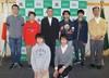 土居校長(中央)と「長野高専 Reginetta」のメンバー、指導教員の岡田教授(右端)