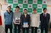 左から、工嶺祭ボランティア写真展発起人の小柳開さん、安藤圭吾さん、 N-FiRST小林代表、工嶺祭実行委員長の加藤駿輝さん、N-FiRST春原副代表