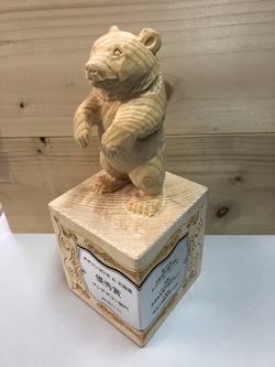 熊の木彫りトロフィー