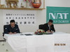 長野オートメーション株式会社 山浦社長(写真左)と長野高専 土居校長(写真右)による調印